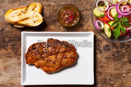 schweinesteak mit chimichurri sauce