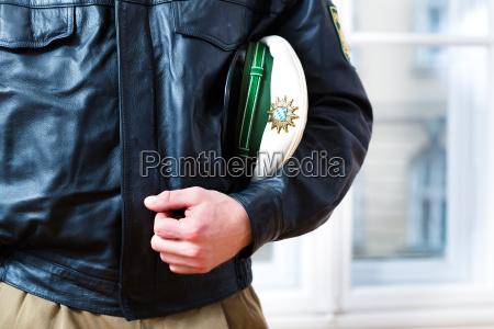 il poliziotto della zona e sempre