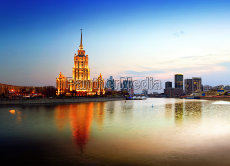 night moscow moscow river