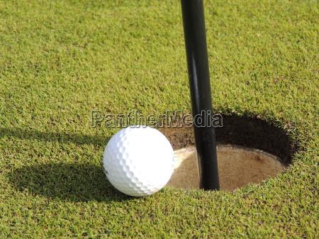 bandera agujero golfo pelota una pelota