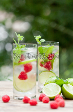summery refreshment drink lemonade with lime