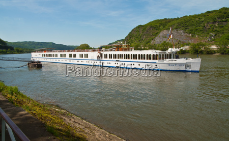 river cruise ship in andernach