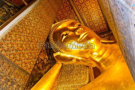 golden reclining buddha statue wat pho
