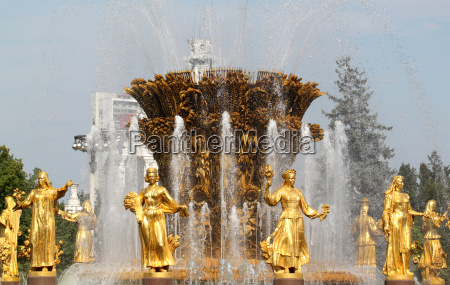 beautiful fountain of friendship in moscow