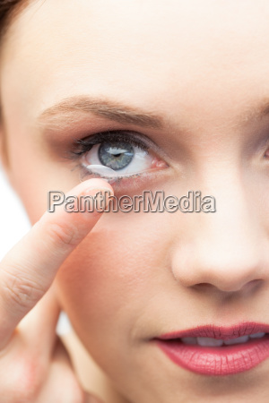 smuk model anvende kontaktlinse