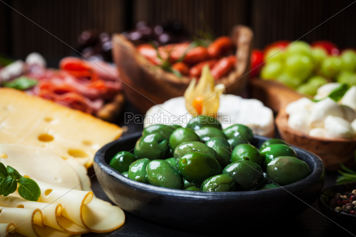 antipasto, with, green, olives - 10009766