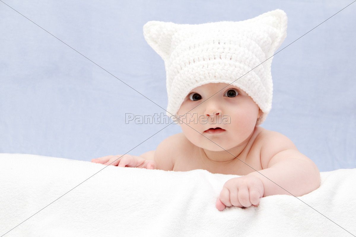 beautiful, baby, in, white, hat, lies - 10030586