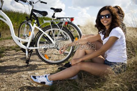 girls on bike tour enjoying