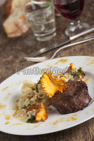 steak with chanterelle mushrooms and noodles