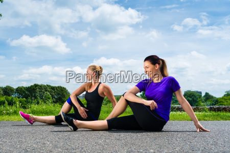 sports outdoor young women doing