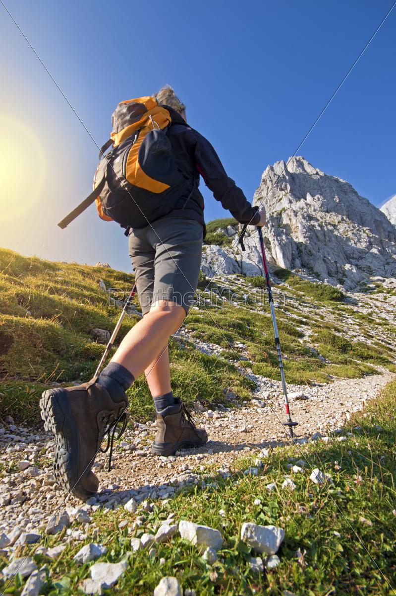 hiking - 10104573