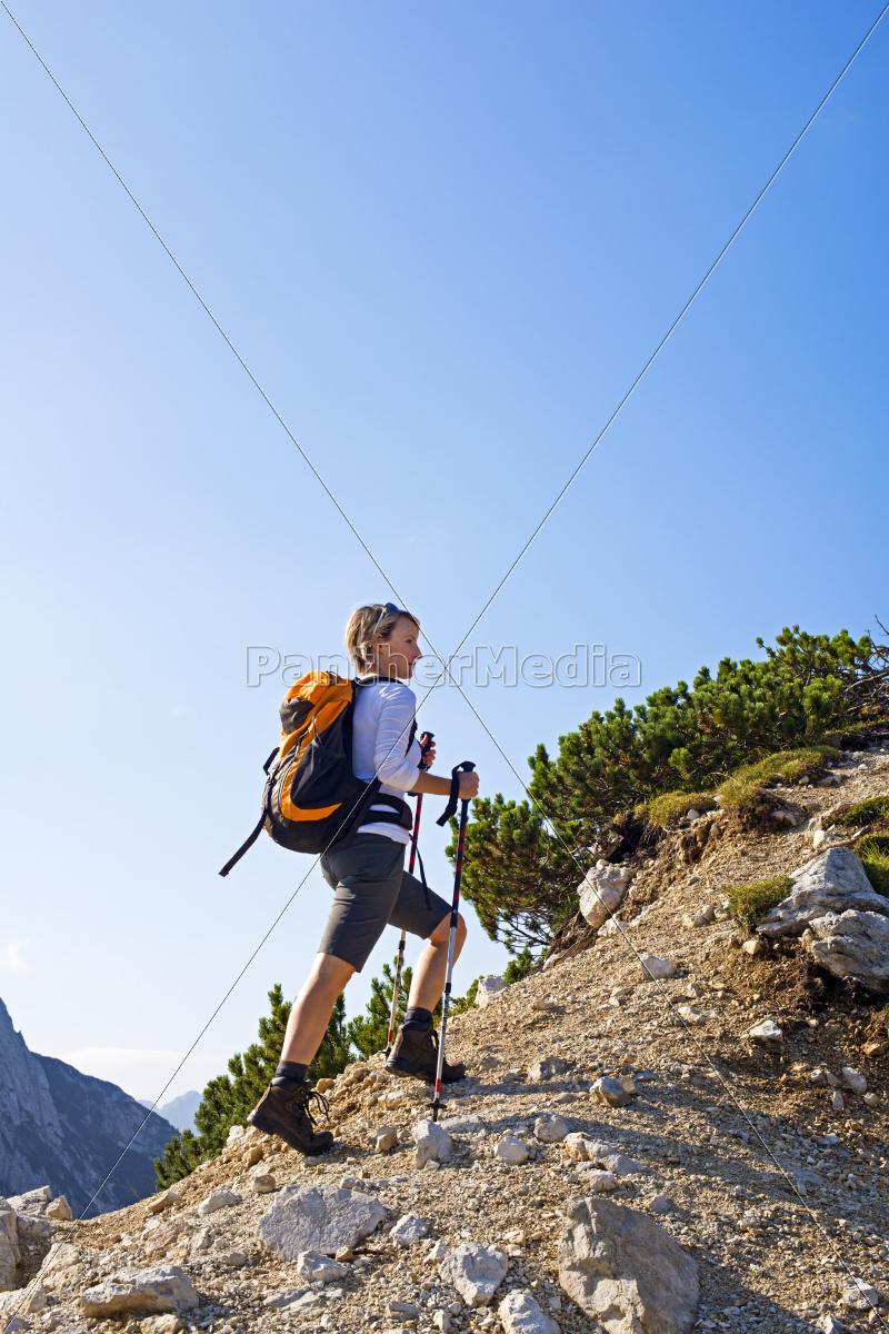 hiking - 10104595