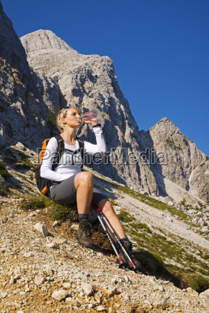 hiking - 10104599