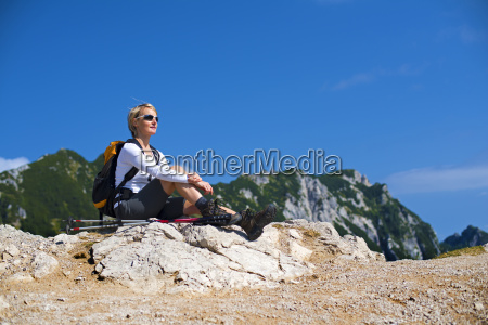 hiking - 10104611