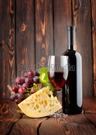 red, wine, with, cheese - 10122787