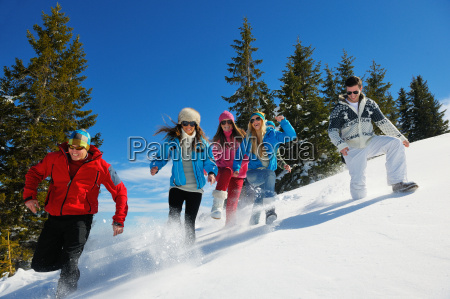 winter, fun, with, young, people, group - 10173149
