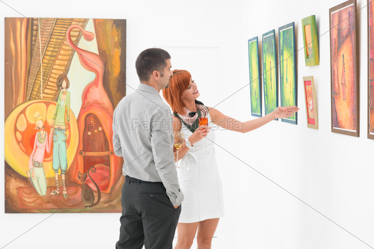 couple, talking, about, an, artwork, in - 10186257