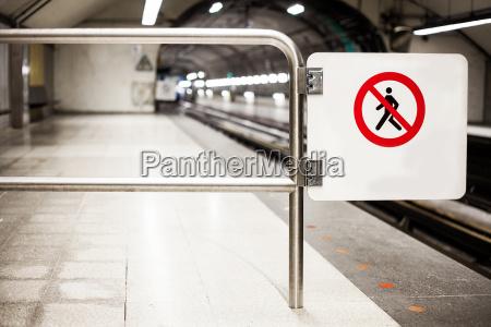 safety interdiction sign do not cross