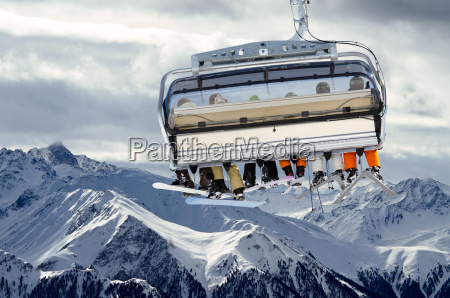 ski, lift, in, front, of, mountains - 10221965
