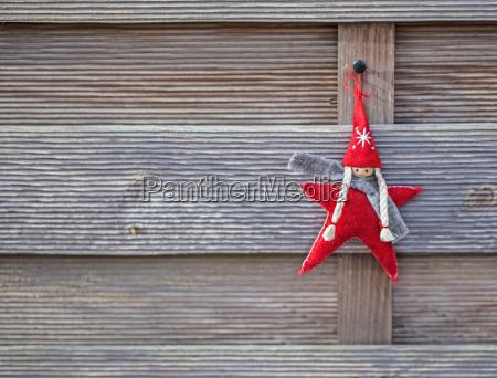 weihnachtswichtel on wood
