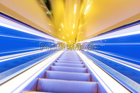 movement, of, diminishing, hallway, escalator - 10262827