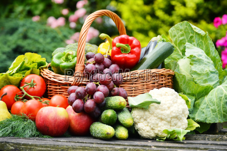 fresh, organic, vegetables, in, wicker, basket - 10299615
