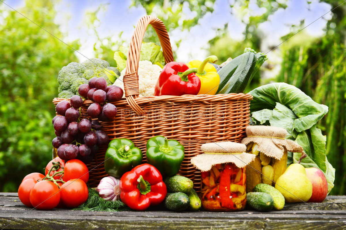 fresh, organic, vegetables, in, wicker, basket - 10299623