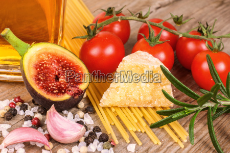 pasta, fig, oil, tomatoes, spices - 10308945