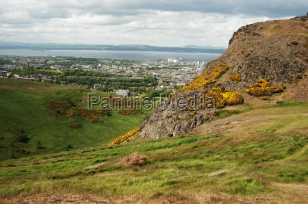 view from arthurs seat edinburgh