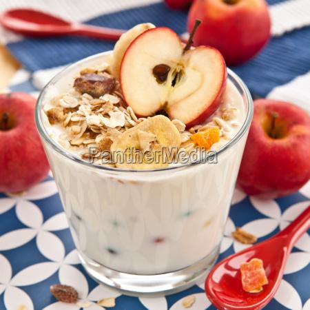 muesli with yoghurt and apple