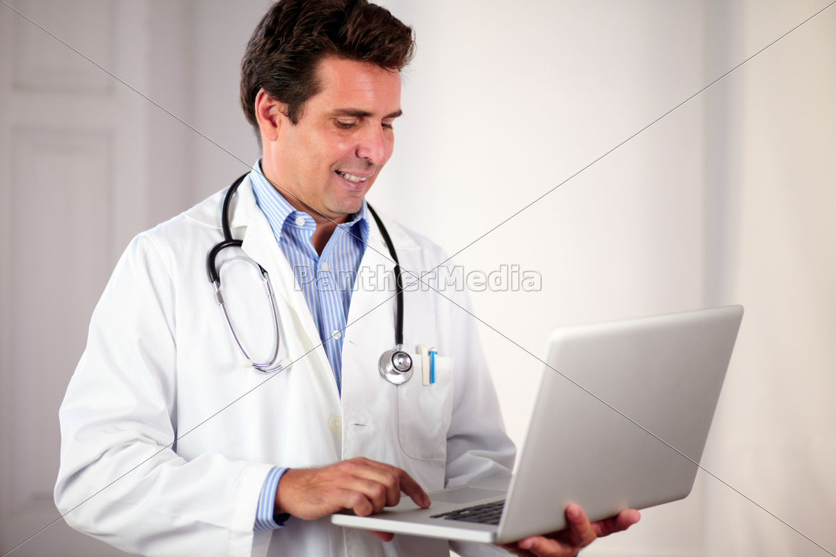 adult, hispanic, doctor, using, his, laptop - 10445875