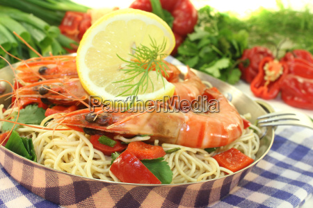 prawns with mie noodles and leeks