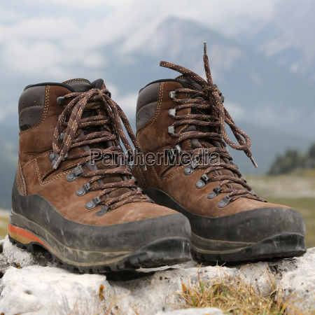 shoes to hike in the mountains