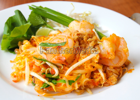 thai food stir fried rice noodles