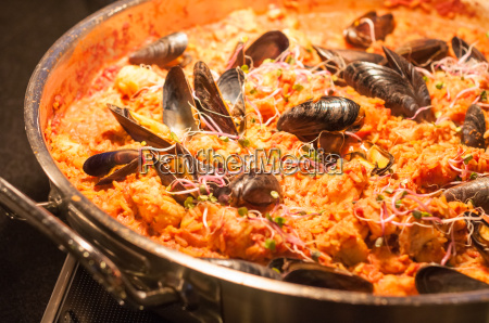 seafood, paella, in, fry, pan - 10620159