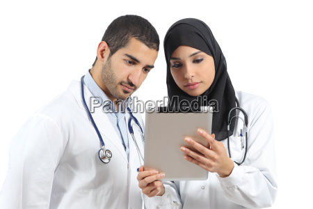 saudi arab doctors working with a