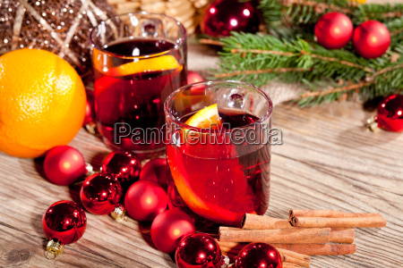 hot aromatic hot wine punch with