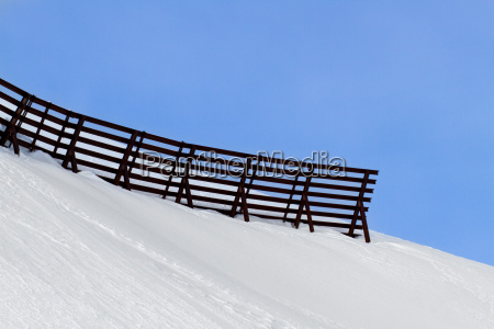 avalanche fence