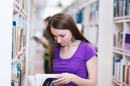 mujer mujeres educacion biblioteca estudiante universidad