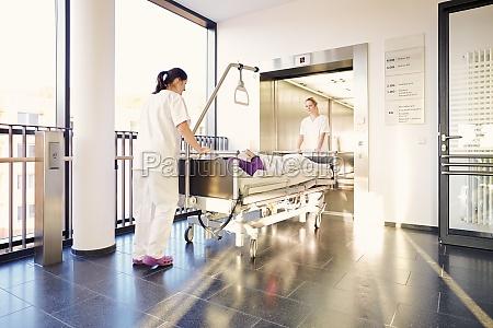 enfermeras del hospital de la cama