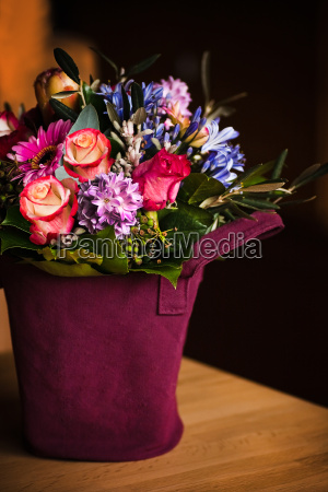 vase like a shopping bag with