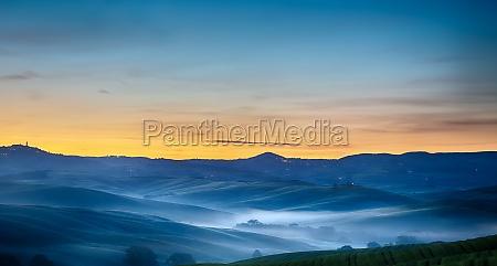 tuscany landscape at dawn pienza val