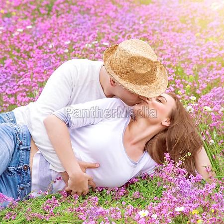 romantic kisses outdoors