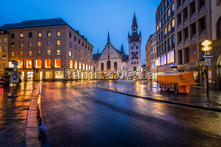 old town hall and marienplatz in