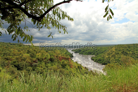 storm coming in over murchsion falls