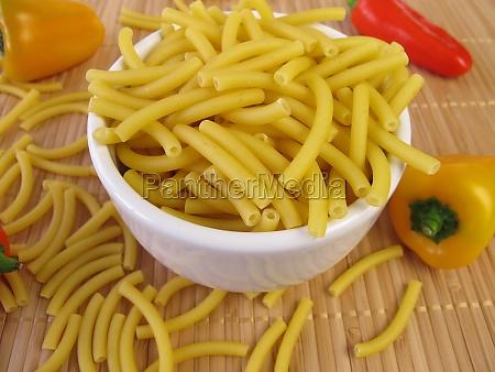 macaroni and small vegetable paprika