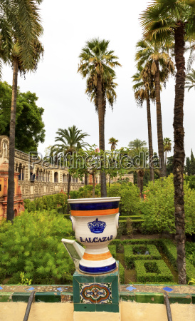 urn pot garden alcazar royal palace