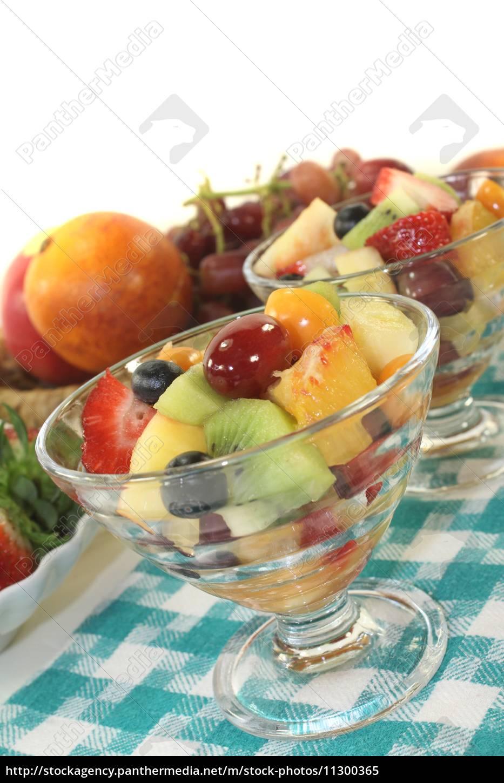 fruit, salad, on, a, checkered, napkin - 11300365