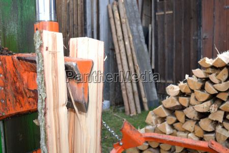 wooden splitters in use