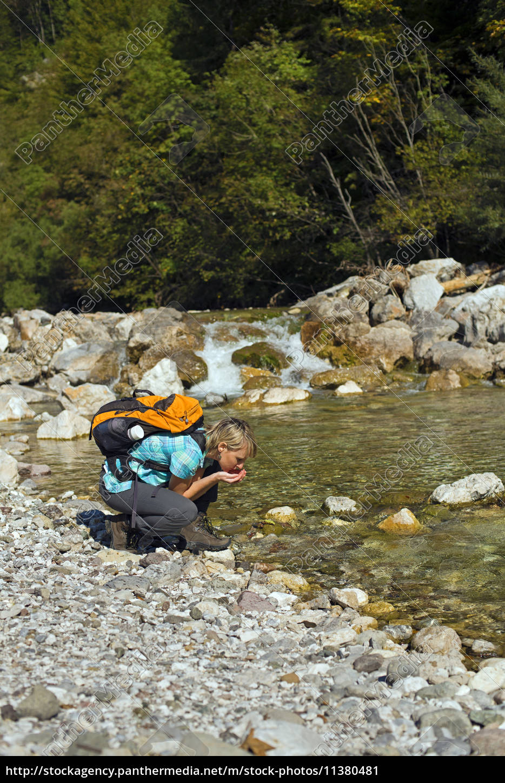 hiking - 11380481